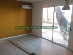 Apartamento en alquiler Aptos. 1 Y 2 Dormitorios En Alquiler - Consulte!! 000 - Ciudad Vieja 3 ambientes 0 m² $ 17.000